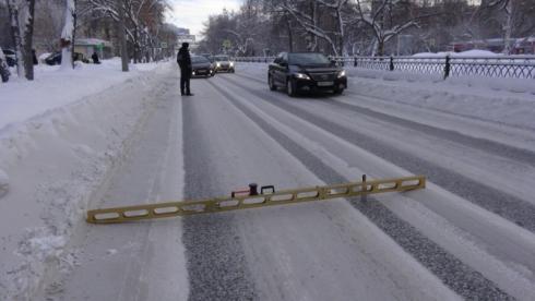 В ГИБДД заявили о плохой расчистке дорог в Екатеринбурге после снегопада