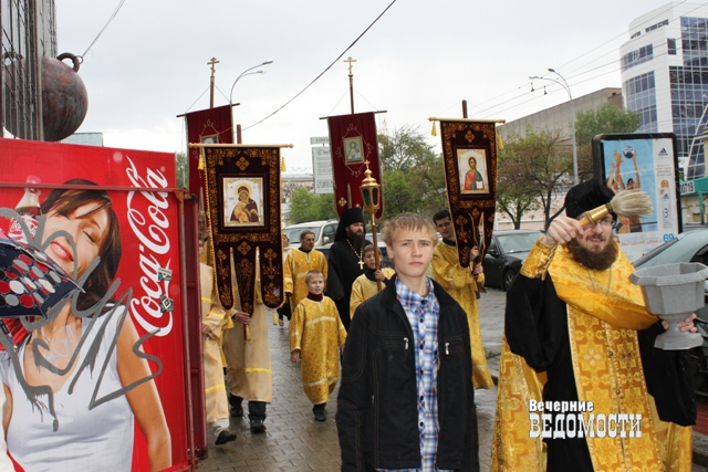 Празднование Пасхи вЕкатеринбурге: Крестный ход ивыступление «Мгзавреби»