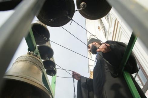 В центре Екатеринбурга колокола прозвонили «Боже, Царя храни!»
