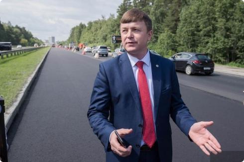 Глава областного Минтранса проехался по «убитым дорогам» Екатеринбурга