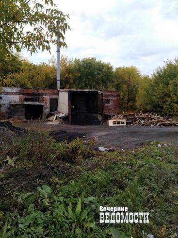 В уральском поселке детский сад и школу топят дровами