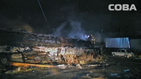 На улице Минометчиков потушили деревянный склад