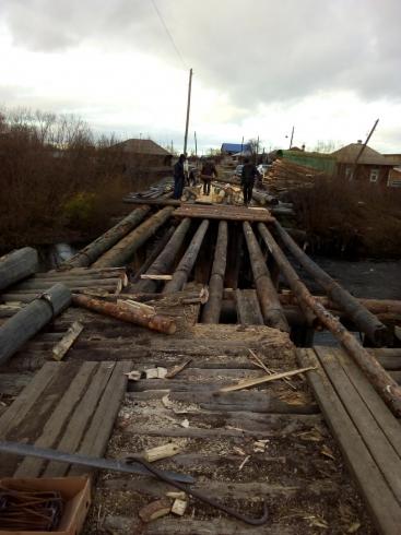 На Урале начали восстанавливать разрушенный мост