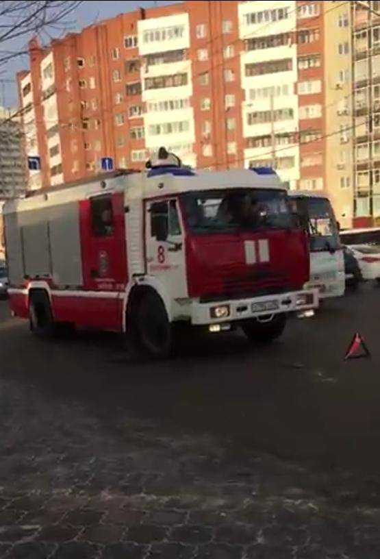 В Екатеринбурге автобус столкнулся с двумя легковушками. Есть пострадавшие — женщина и ребенок