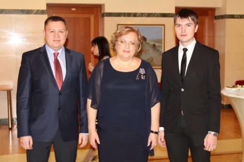 Свердловского омбудсмена поздравили с «юбилеем»