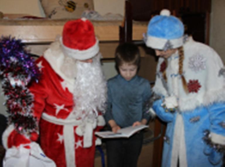 «Полицейский Дед Мороз» поздравил с Новым годом детишек в Верхней Салде