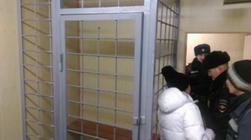 В ледовом городке Екатеринбурга общественники «напали» на полицию с мэрией